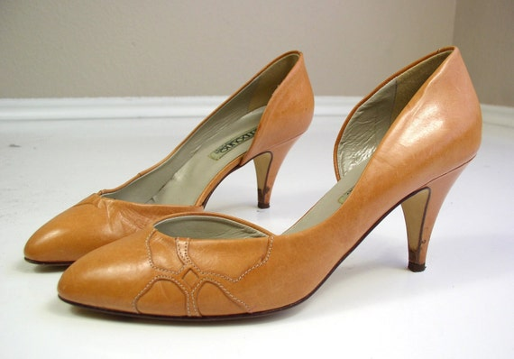 vintage 80s high heels MUSTARD Yellow cut out flower LEATHER PUMPS boho 9