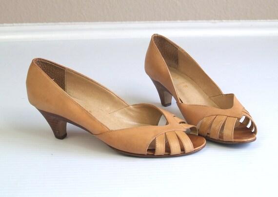 vtg 70s Honey Leather PEEP TOE cut out HEELS sandals 6 hippie gypsy boho pumps shoes