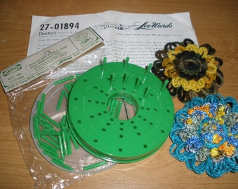 Rosette & Flower Loom - Lee Wards with removable pegs - Cool Vintage Tools - Make Flowers Pom Poms - Crafts altered art retro