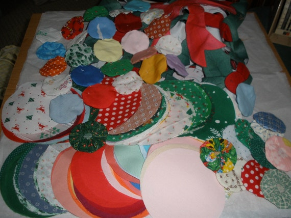 Vintage Calico fabric circles for yoyo Quilting Crafts cotton over 250 cool Christmas prints Reuse Upcyle bonus quilt applique squares