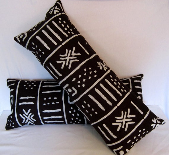 Decorative Pillow in Ethnic Back and White