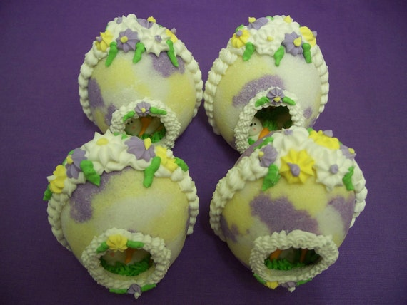 """Panoramic Sugar Easter Egg Edible  """"Speckled"""" Egg   Purple Yellow & White"""