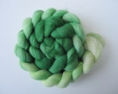 New Leaves - A beautiful Gradient green merino roving from Kelly to Mint to spin and knit