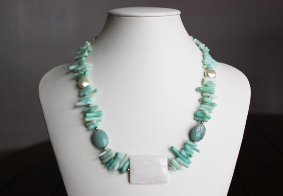 Light Green Cupolini Coral Necklace and Bracelet Set