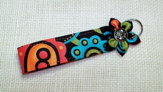 Fabric Key Chain/ Fabric Key Fob/ Key Chain/ Wristlet/Kanzashi Flower Wristlet Key Fob Black Print