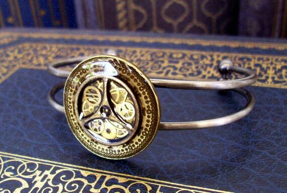 Steampunk Bracelet (B18) - Golden Compass Design - Vintage Gears under Resin - Antique Silver - Adjustable Band - Mothers Day