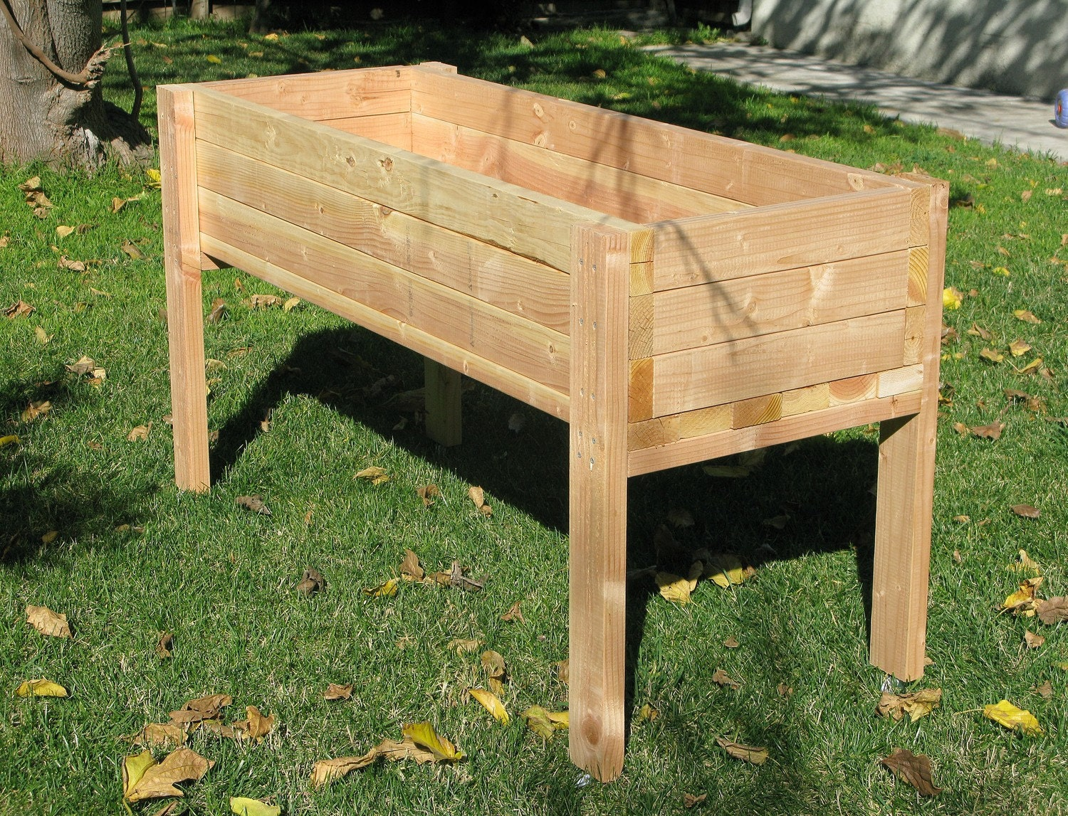 Living green planters portable elevated planter box for Garden planter plans