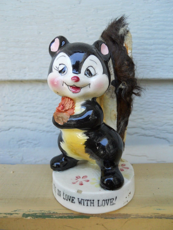 Vintage Porcelain Skunk Knotts Berry Farm Figurine Made by Ucagco of Japan