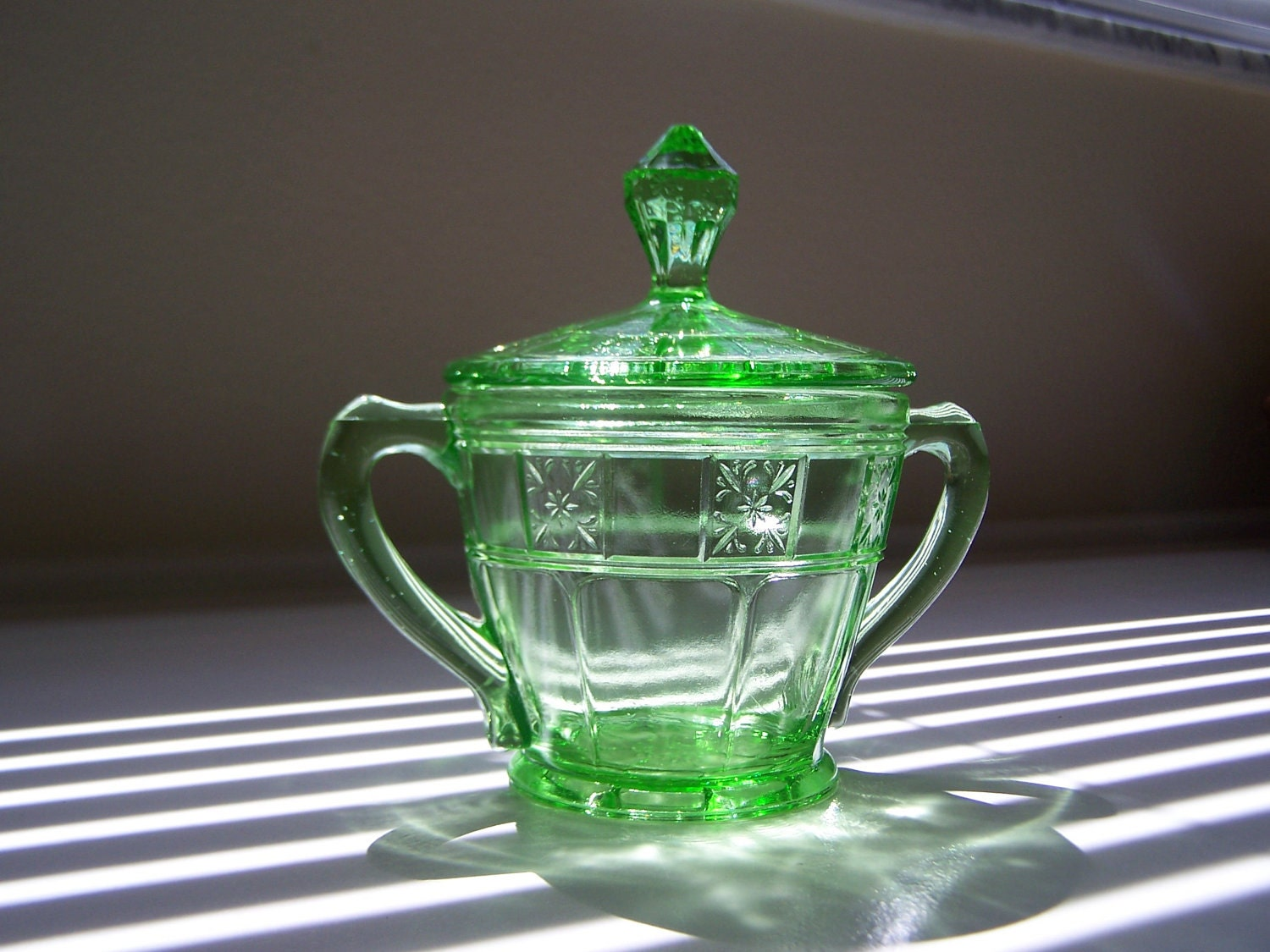 Green depression glass sugar bowl with lid doric pattern