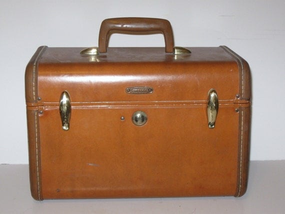 Vintage Samsonite train case caramel tan with brass colored hardware toiletry case luggage