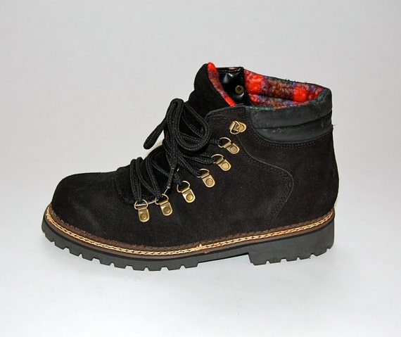 SALE Vintage Black Suede Lace Up Lined Hiking Boots 7