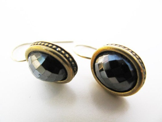 Vintage. Earrings, Anne Klein, Black, Gold Tone. Vintage Jewelry by My Chouchou on Etsy.