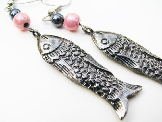SALE - Vintage Fish Earrings, Pink Gun Metal, Silver Tone. Vintage Jewelry by My Chouchou on Etsy.
