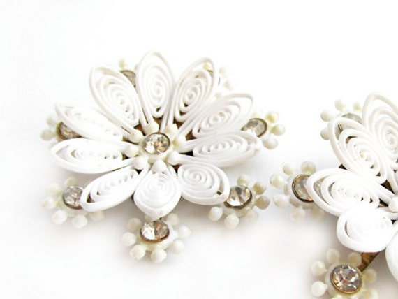 Vintage Flower Earrings, 50s, White Wedding FREE SHIPPING - Boucles d'Oreilles Fleur Blanche. Vintage jewelry My Chouchou.