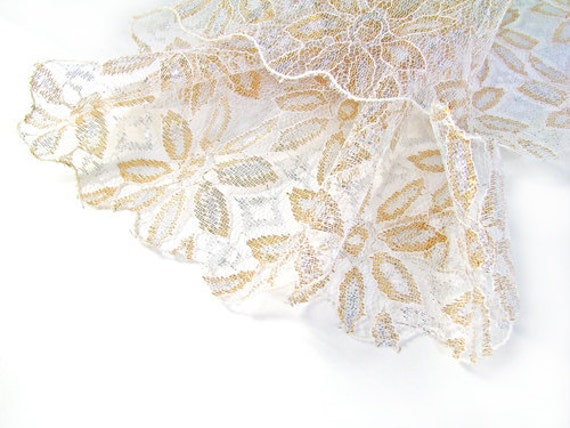 Vintage Lace Shawl white Gold Flowers Wedding- Châle de Dentelle Blanc. Vintage and Handmade Jewelry by My Chouchou on Etsy.