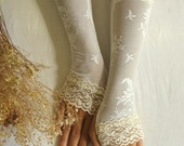 Delicate ivory  lace gloves bridal gloves wedding  cuff mittens
