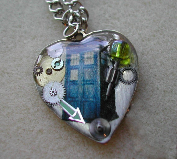 """Doctor Who Necklace """"I love the Tardis"""""""