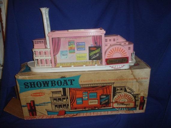 1962 Remco ShowBoat Toy W/ Original Box Wizard of Oz Pinocchio
