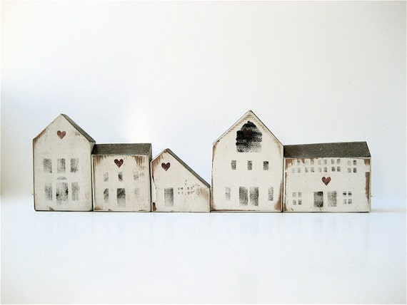 R E S E R V E Dfive Vintage Wooden House Blocks