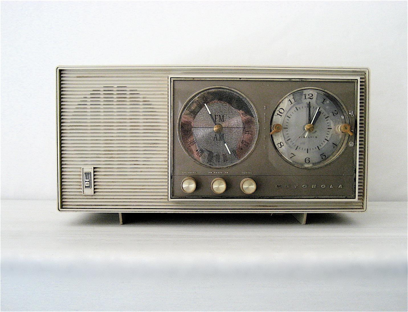 Vintage Motorola AM/FM Radio /Clock