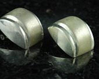 Matte clip-on earrings