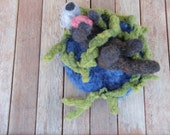 Needle felted otter, in kelp, with abalone