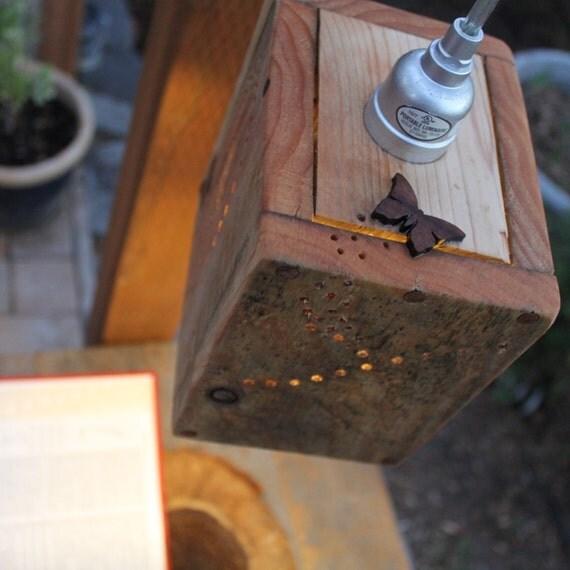 Pallet de madera rústica de la lámpara colgante