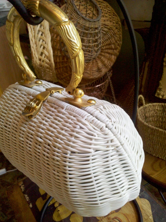 Vintage White Straw Handbag with Elegant Gold Tone Hardware