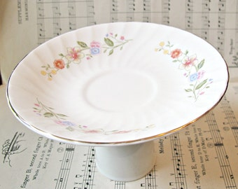 Candy Bar Stand Trinket Dish. Jewelry Holder Server Vintage Jewellery. Flowers White Kitchen Party Hostess. Bonbonniere Domum Vindemia Gift