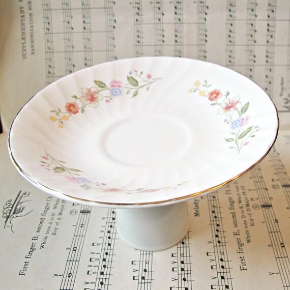 Cupcake Stand Hyacinth. Dessert Pedestal Jewelry Holder Upcycled Vintage. Flowers White Kitchen Party Hostess Domum Vindemia Handmade