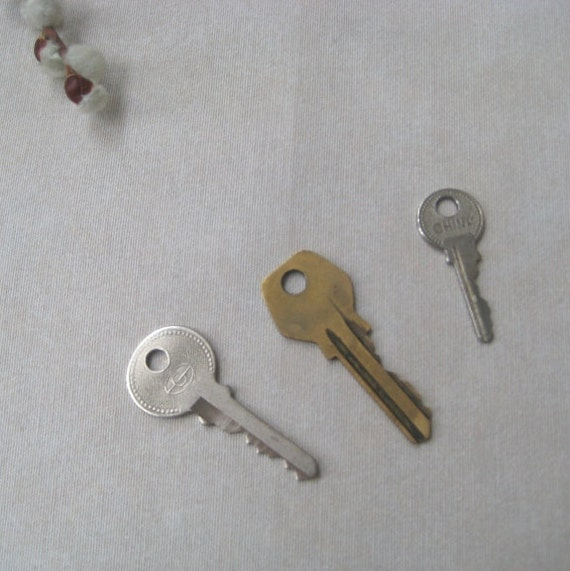 Vintage Keys Metal Supplies Industrial Jewelry Old technology Home Decor Shabby Chic Steampunk Set of 3