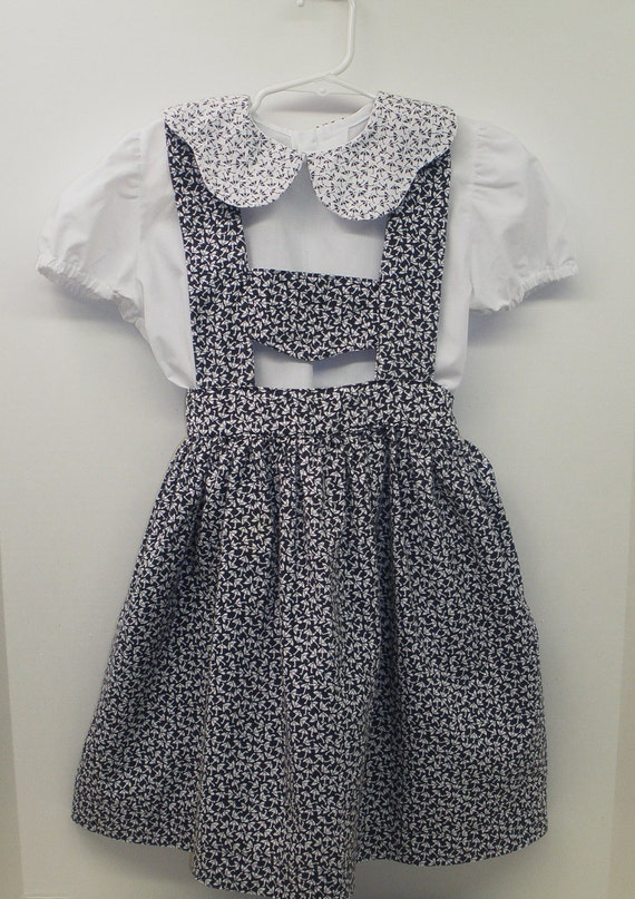 Vintage 2 Piece  Skirt and Blouse . Size 6 . Made in Spain . Navy Blue and White with Umbrellas