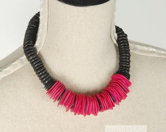 Vintage 1980s Necklace Pink and Black Necklace Wood Bead Chunky Necklace  Vintage 80s