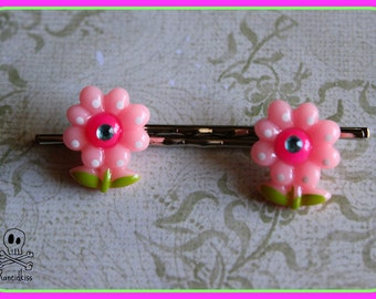 Pink daisy flower bobby pin set