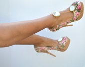 White crystal shoe clip with gold chain anklet