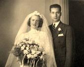 lovely 30s wedding photo