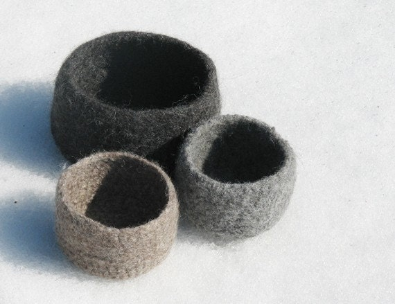 Grey Felted bowl / Eco friendly decor / Grey and earth colors / three nesting bowl / desk organizer