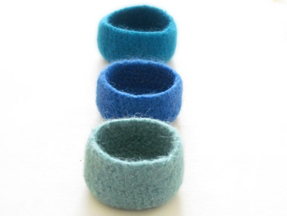 felted bowls blue / ocean colors / Three little bowls in pale blue, turquoise and navy blue / bright colors