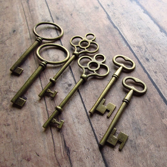 Keys to the Castle (The Biggies) - Antique Brass/Bronze Skeleton Key Assortment - Set of 6