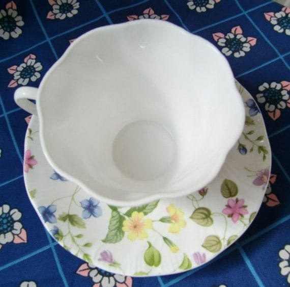 Vintage Tea Cup and Saucer - English Queens Fine Bone China