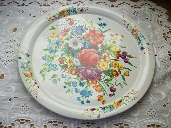 Vintage Round Metal Litho Tole Tray Roses 10 in. England
