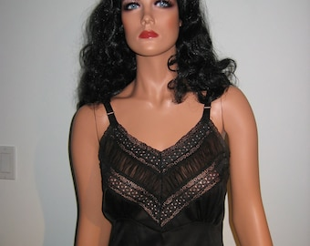 Vintage Black Slip. 1950's 1960's.  Beautiful Size 34. Mad Men. Rockabilly, Bettie Page.  Maggie the cat.