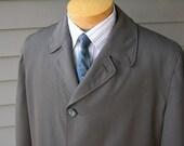 vintage 1950's Men's Top coat. Wool blend gabardine sharkskin. Lightweight with Incredible drape. Large - 44 Regular