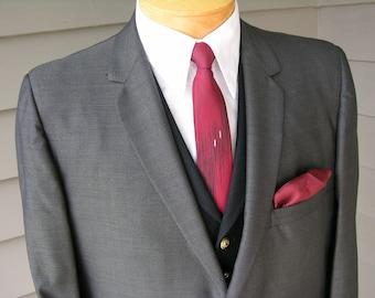 SUPERB vintage 1960's Men's sharkskin 'Sack' Suit coat. Shiny Gray with horizontal streaking. US Size 42 Short.