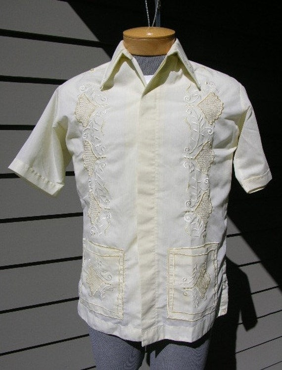1960's - 1970's vintage KICK ASS guayabera short sleeve shirt. Souvenir from Yucatan Mexico. Medium-Large. Look...Crazy cool.