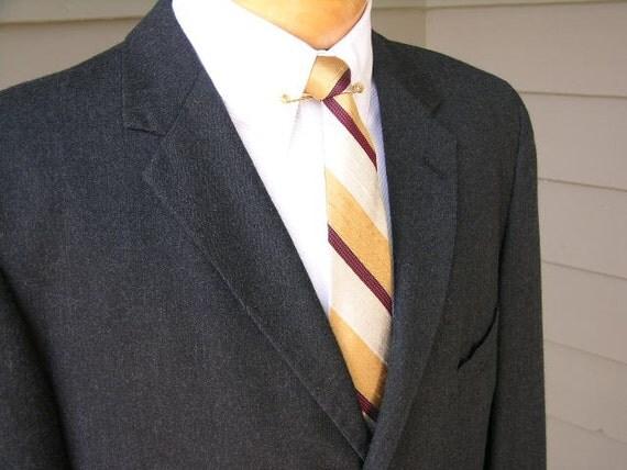 vintage c.1964 Men's narrow lapel Suit coat. Charcoal Gray flannel.  Mad Men DeLuxe. Size 44