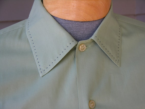 vintage 1950's Men's long sleeve lounge shirt. Celery green with tick stitch collar. Large