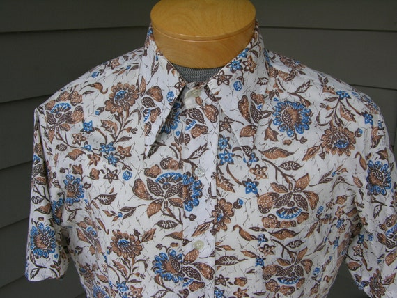 vintage 60's - 70's Men's short sleeve shirt. Floral print with BIG collar. Possibly NEW. Large