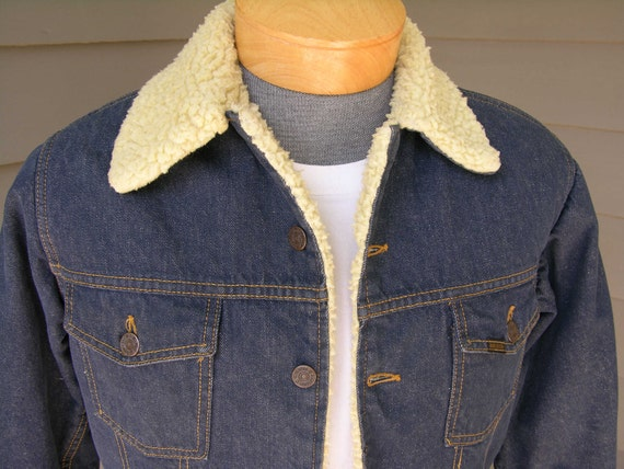 vintage 1970's Roebucks Denim 2 pocket trucker jacket. Sherpa lined. Dark Blue possibly unwashed. Men's Small or Women's Medium