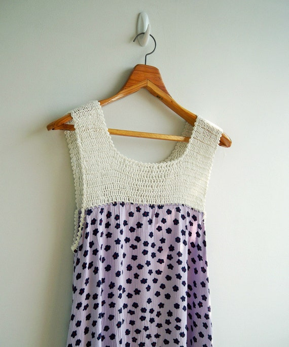 Vintage Lovely Pastel Purple Flower Printed with Soft White Crochet Detail Mini Dress SMALL